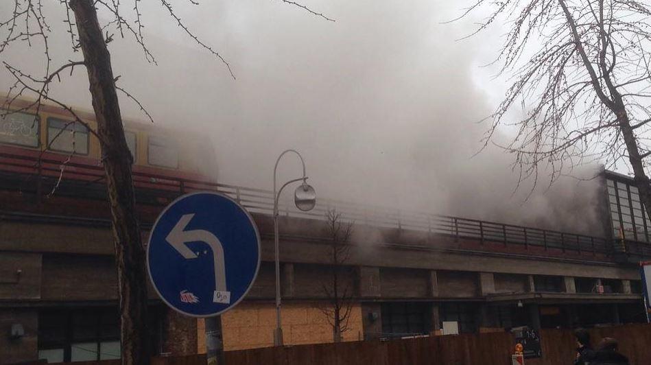 Feuer im Bahnhof Zoo! Die Polizei evakuiert das Areal